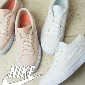 NEW Nike Casual Tennis